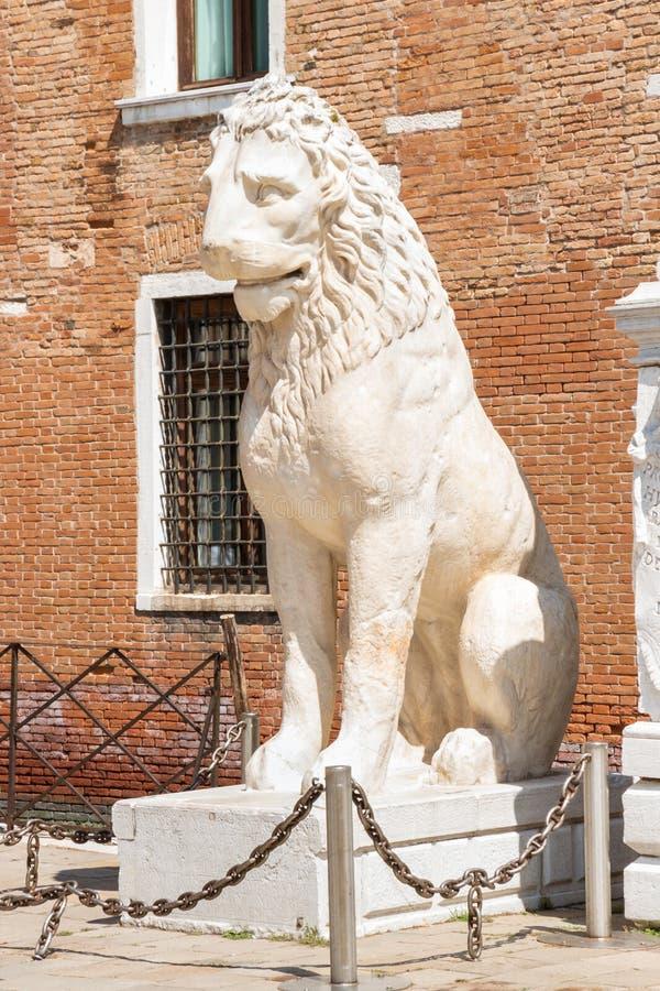 Piraeus lejon - gammalgrekiskalejonstaty på den Venetian arsenalen arkivfoto