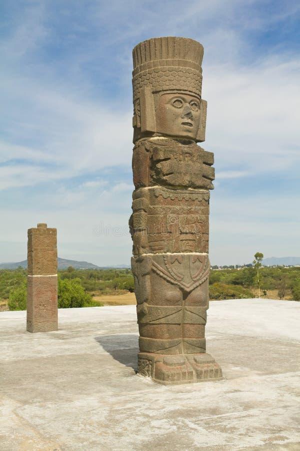 Piramid da escultura de Toltec fotos de stock
