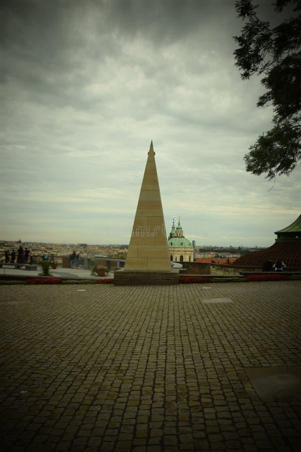 Piramid i eurpe arkivbild
