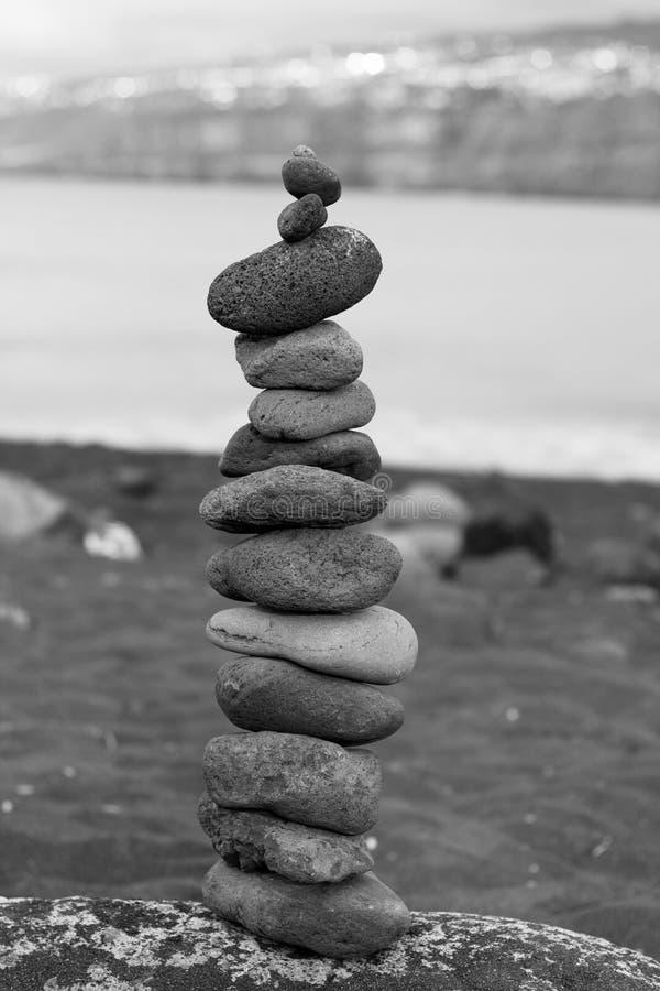 Piramide de MILLIARD de pierres images libres de droits