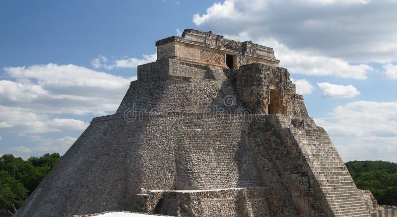 Piramide del mago nella vecchia città Uxmal Messico fotografie stock