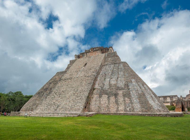 Piramide del mago in Uxmal, Yucatan, Messico fotografie stock libere da diritti