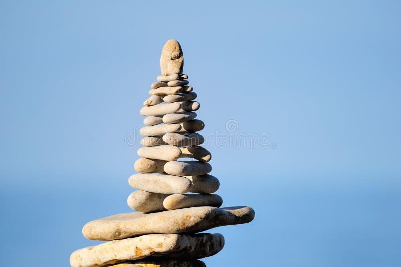 Piramide delle pietre bianche immagine stock
