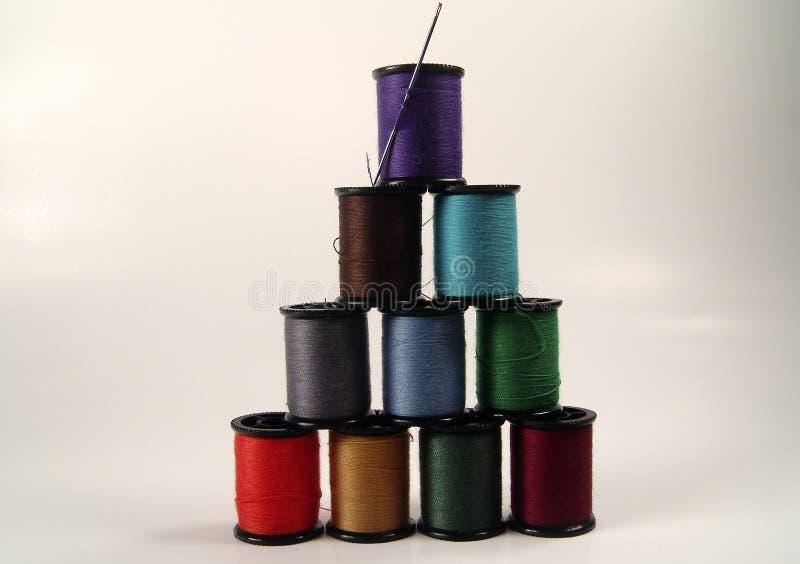 Piramide di cucito della bobina fotografia stock