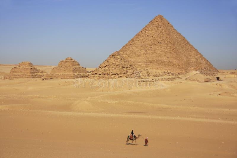 Piramide di Menkaure e piramidi del Queens, Il Cairo immagine stock