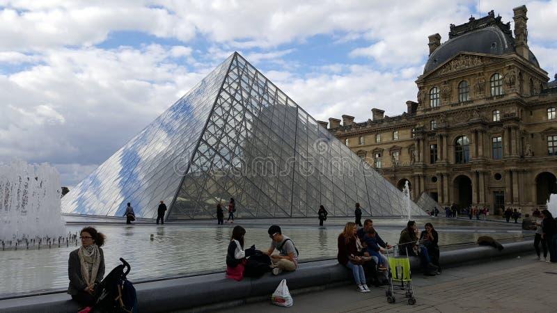 Piramide di Parigi del Louvre immagine stock libera da diritti