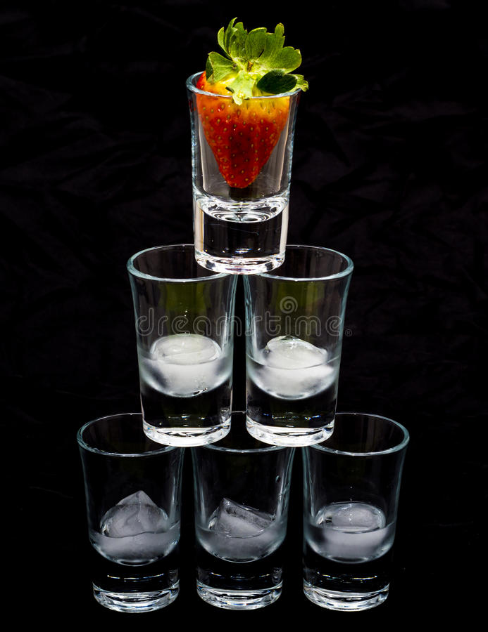 Piramide van glazen royalty-vrije stock afbeelding