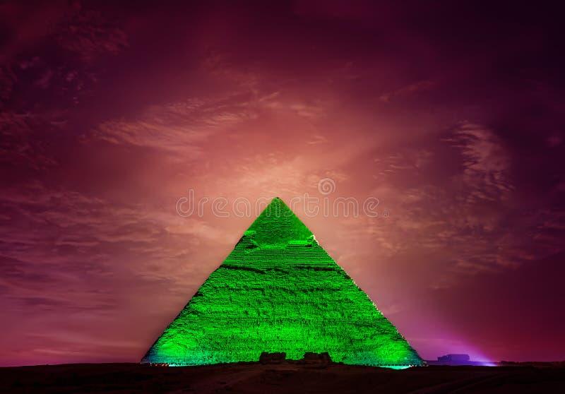 Piramide van Khafre bij nacht stock fotografie