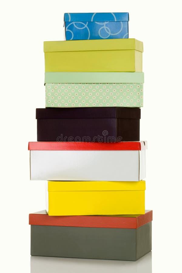 Piramide van kleurrijke dozen stock foto's