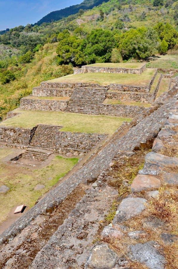 Piramideruïnes van San Felipe los Alzati, Zitacuaro, Mexico stock afbeeldingen