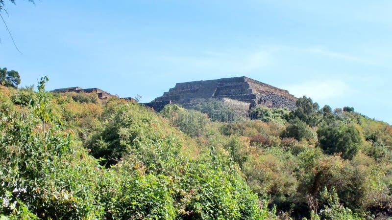 Piramideruïnes van San Felipe los Alzati, Zitacuaro, Mexico royalty-vrije stock fotografie