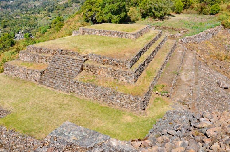 Piramideruïnes van San Felipe los Alzati, Zitacuaro, Mexico stock foto