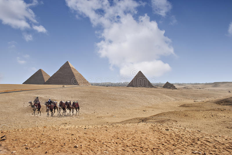 Piramides van Giza stock foto's