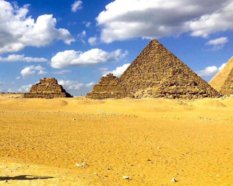 Piramides van Giza Grote Piramides van Egypte Zevende wonder van de wereld Oude megalieten stock foto