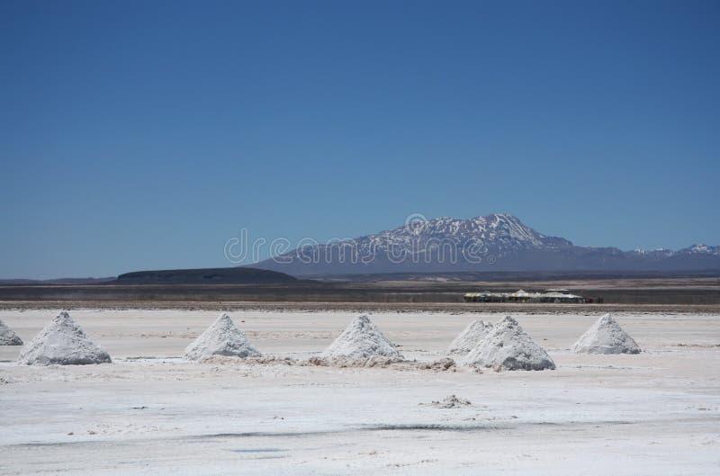 Piramides van zout in Salar de Uyuni royalty-vrije stock fotografie
