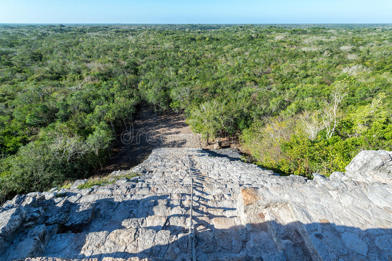 Piramidestappen en Landschap stock afbeelding