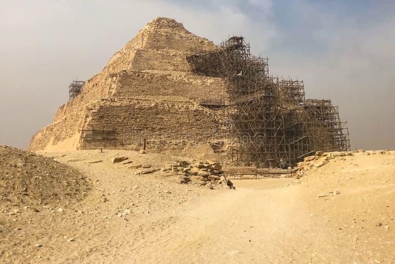 Piramidi di Giza Grandi piramidi dell'Egitto La settima meraviglia del mondo Megaliti antiche fotografia stock libera da diritti