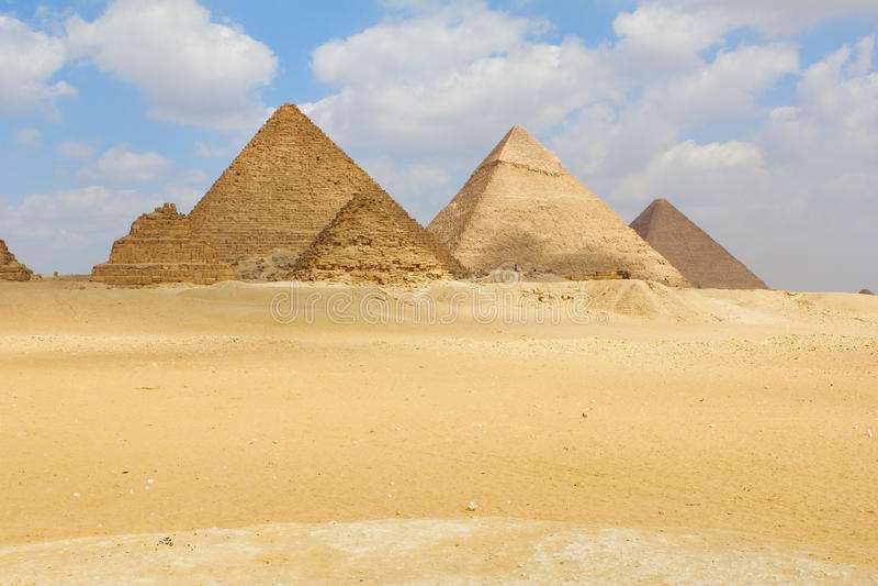 Piramidi a Giza immagine stock libera da diritti