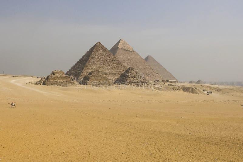 piramidy w gizie Egipt wielcy Ostrosłupy Siódmego cud świat Antyczni megality zdjęcia stock