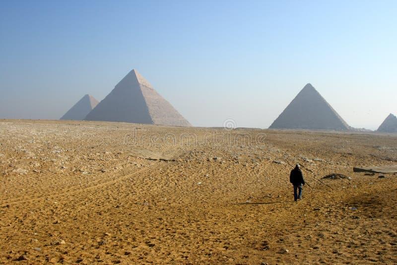 piramidy w kierunku spacer obraz royalty free