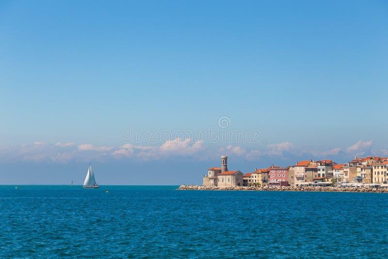 Piran miasteczko w południowo-zachodni Slovenia na zatoce Piran fotografia stock