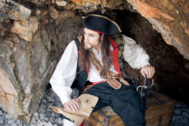 Download Pirat stockfoto. Bild von karte, höhle, mann, haar, piratenschiff - 19990398