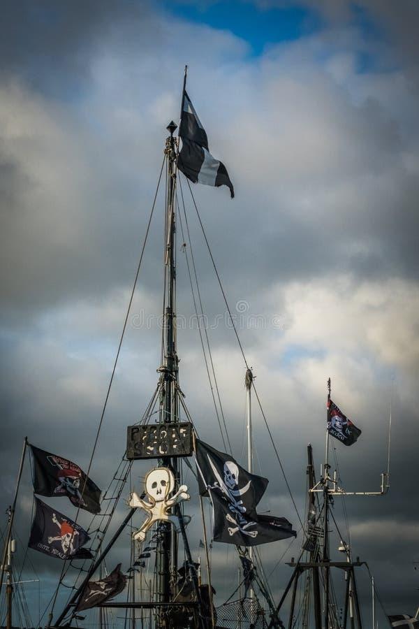 Pirat flaga na statku zdjęcie stock