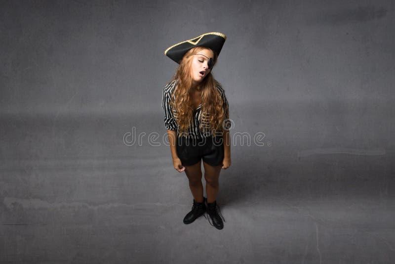 Download Pirata Che Dorme Con La Bocca Aperta Immagine Stock - Immagine di attraente, ragazza: 56882283