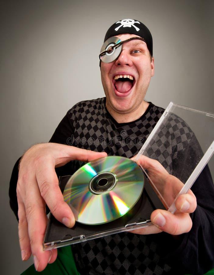 Pirata con el disco del ordenador fotografía de archivo