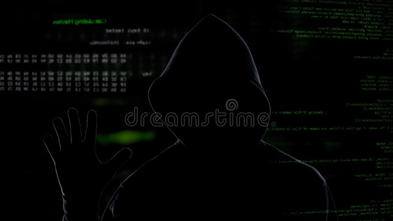 Pirata informático anónimo que roba la información corporativa secreta, ataque del sistema de datos fotografía de archivo