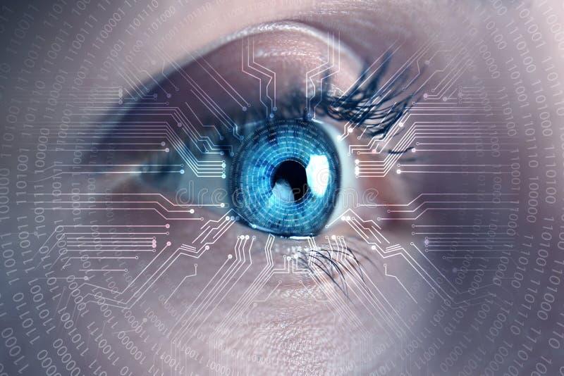 Pirata informático de sexo femenino con la exploración del iris, primer Concepto de crimen digital imagenes de archivo