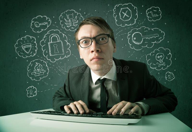 Pirata informático joven del empollón con el virus y pensamientos el cortar imagenes de archivo