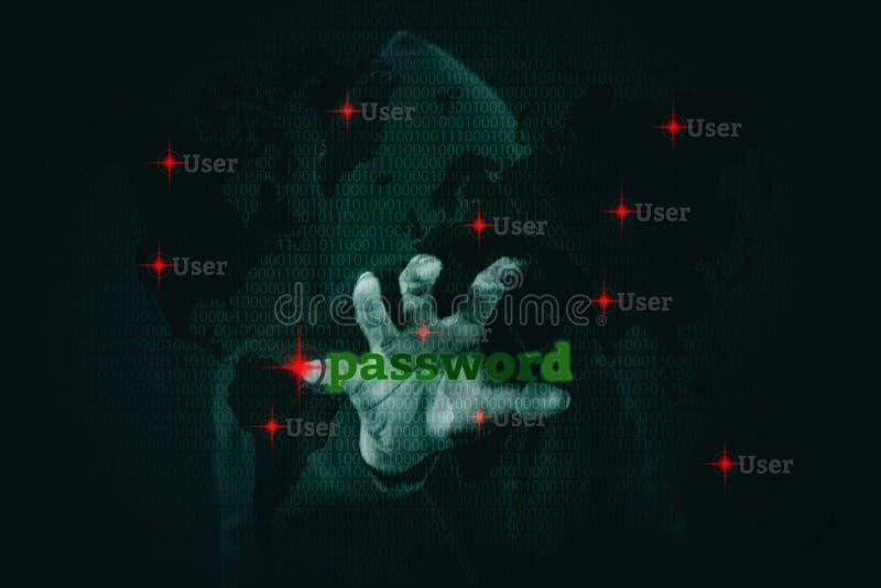 Pirata informático peligroso que roba datos sobre la pantalla con código binario fotos de archivo