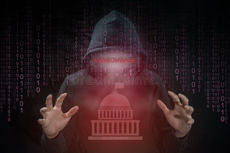 Pirata informático que usa el ransomware para el sistema del gobierno del ataque imagen de archivo libre de regalías