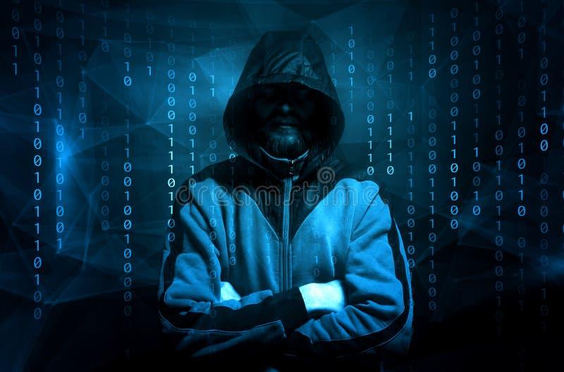 Pirata informático sobre una pantalla con código binario concepto de un ataque del pirata informático imagen de archivo libre de regalías