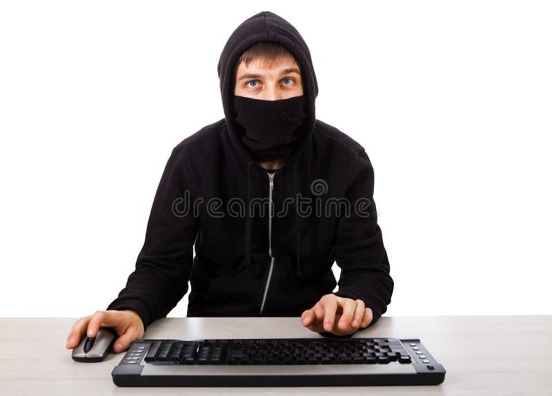 Pirata inform?tico con un teclado fotos de archivo libres de regalías
