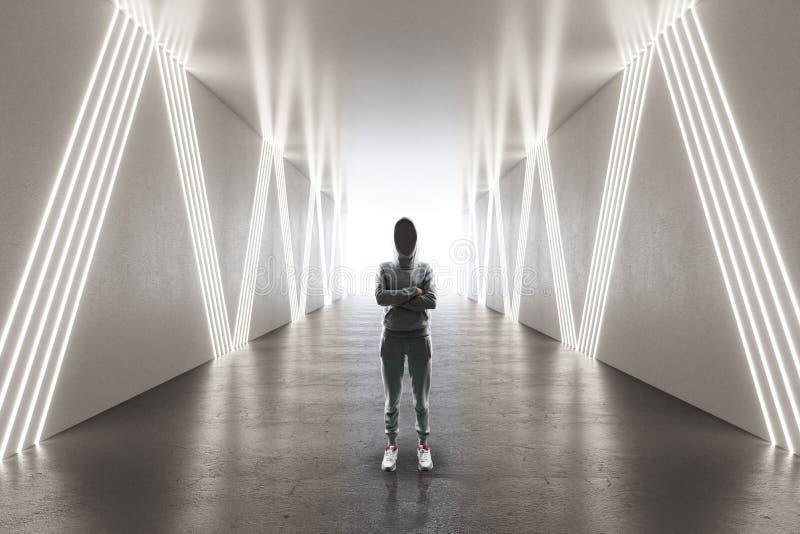 Pirata informatico femminile in corridoio futuristico fotografia stock libera da diritti