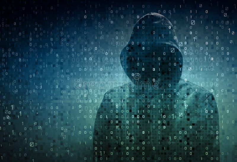 Pirata informatico sopra uno schermo con il codice binario fotografie stock