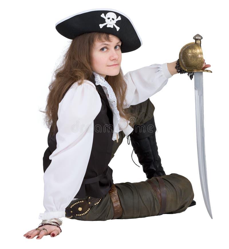 Pirata - mulher nova com chapéu e rapier do pirata fotografia de stock royalty free