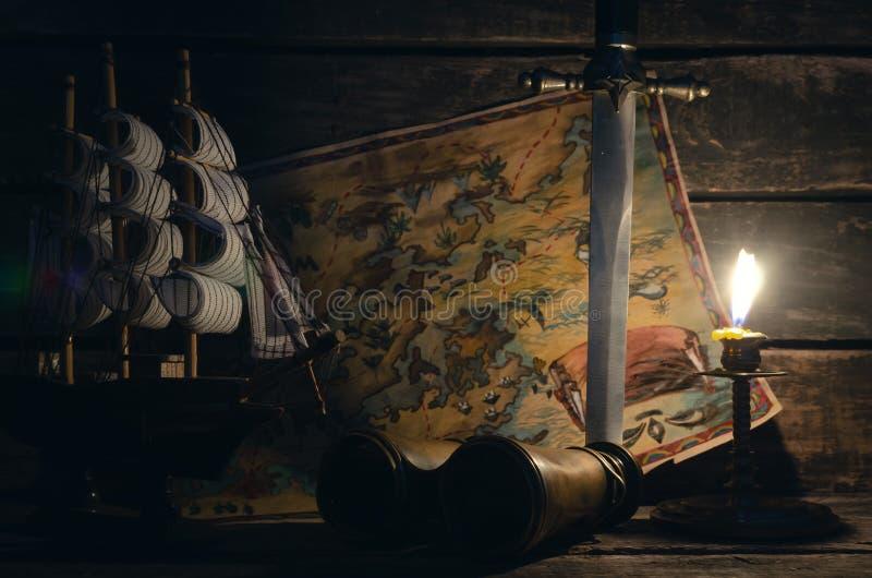 Pirata stół Skarbu polowanie Denny rabunek, podróży pojęcie obrazy royalty free