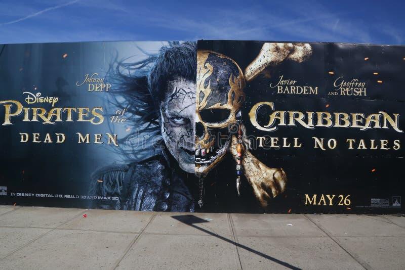 Piratas das Caraíbas: Os homens inoperantes não dizem nenhum conto que anuncia fotografia de stock