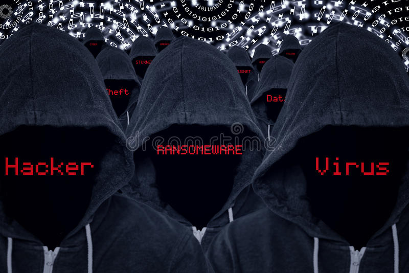 Piratas informáticos del criminal de ordenador con código binario y amenazas cibernéticas fotos de archivo