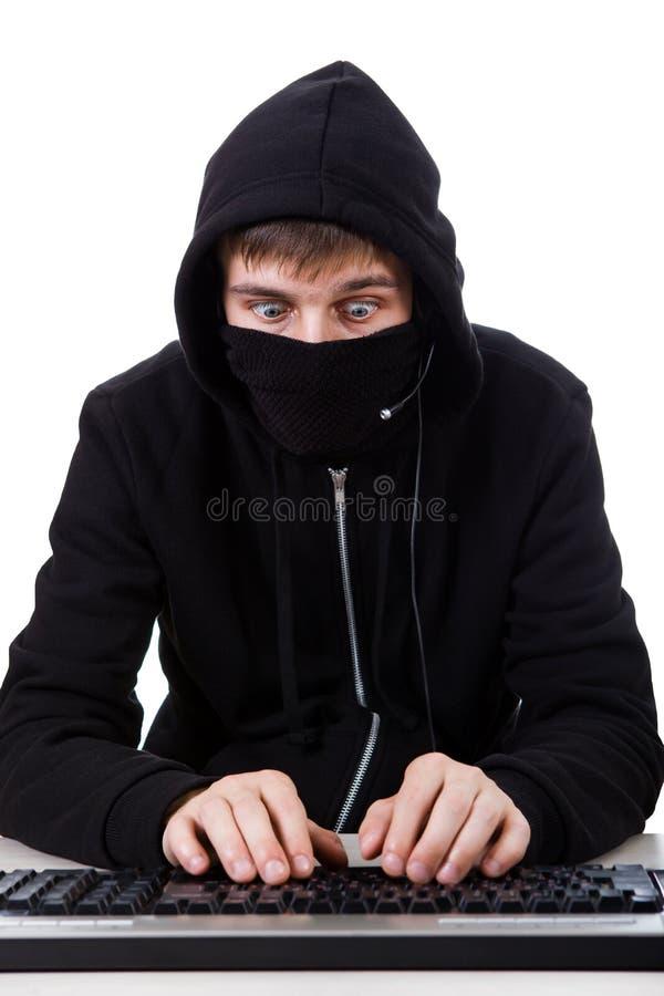Pirate informatique avec un clavier image libre de droits