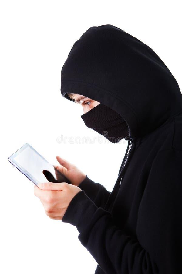 Pirate informatique avec une Tablette image libre de droits