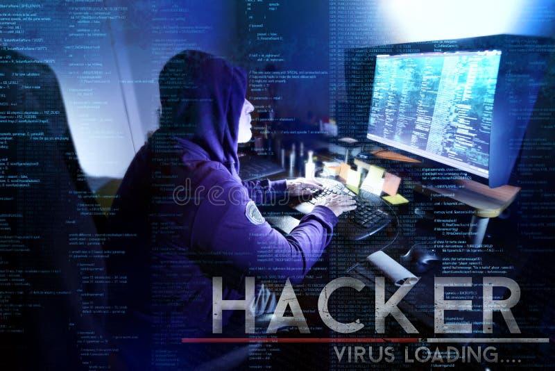 Pirate informatique dangereux volant des données - concept photo stock