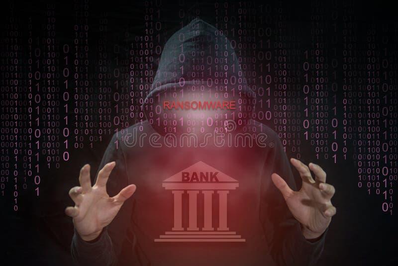 Pirate informatique employant le ransomware pour le système de banque d'attaque photographie stock
