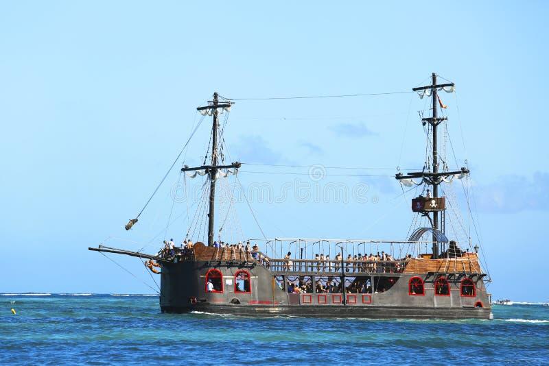 Piratee el barco del partido en Punta Cana, República Dominicana imagenes de archivo