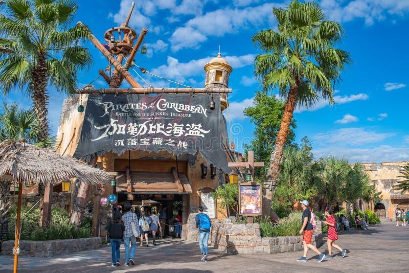 Piraten van de Caraïbische Slag voor de Gedaalde Schat in Shanghai Disneyland stock foto's