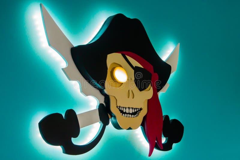 Piraterie électronique Le vol de la propriété intellectuelle Jolly Roger dans un style moderne images libres de droits