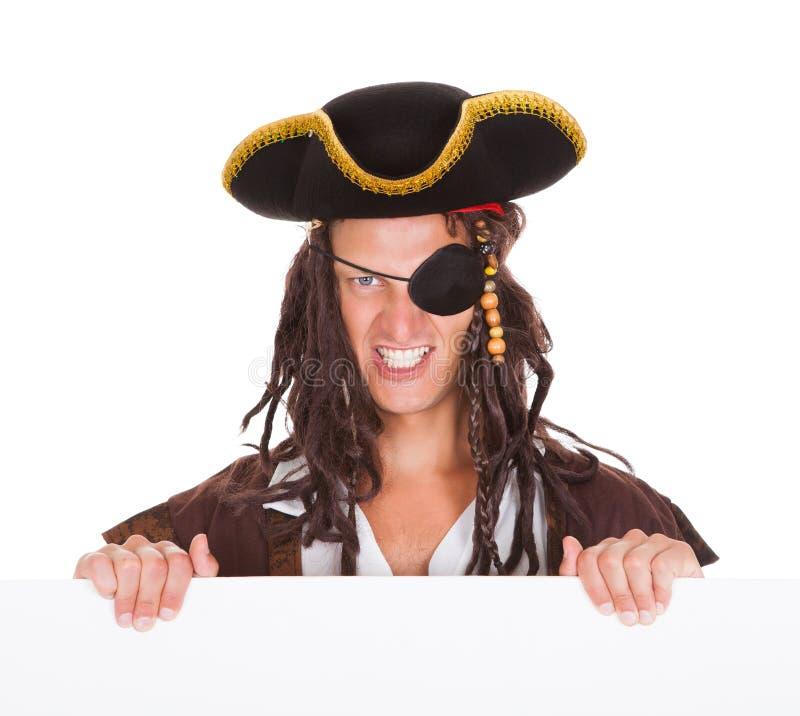 Piratkopiera innehavplakatet i mun arkivbild
